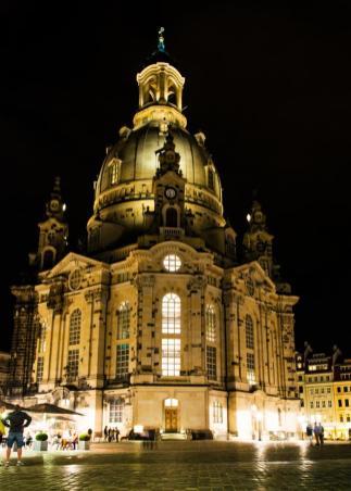 Unternehmungen Dresden: Die Frauenkirche in Dresden bei Nacht