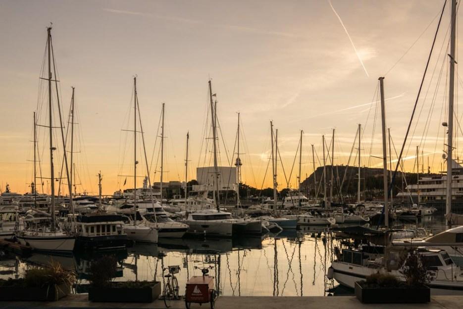 Kurztrip Barcelona Hafen Sonnenuntergang