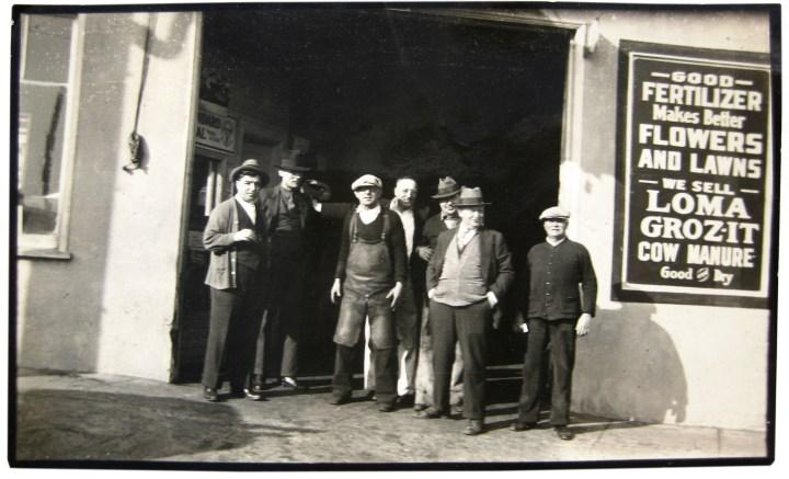 CoalYard-36Mont-farleft-LeslieWilliams-workers-visitors