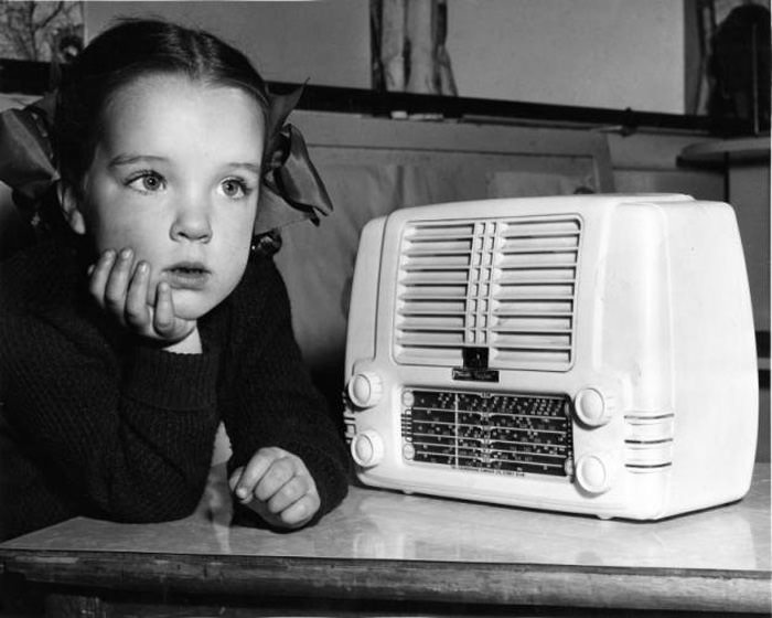 listening-to-radio-kids-otrcat.com