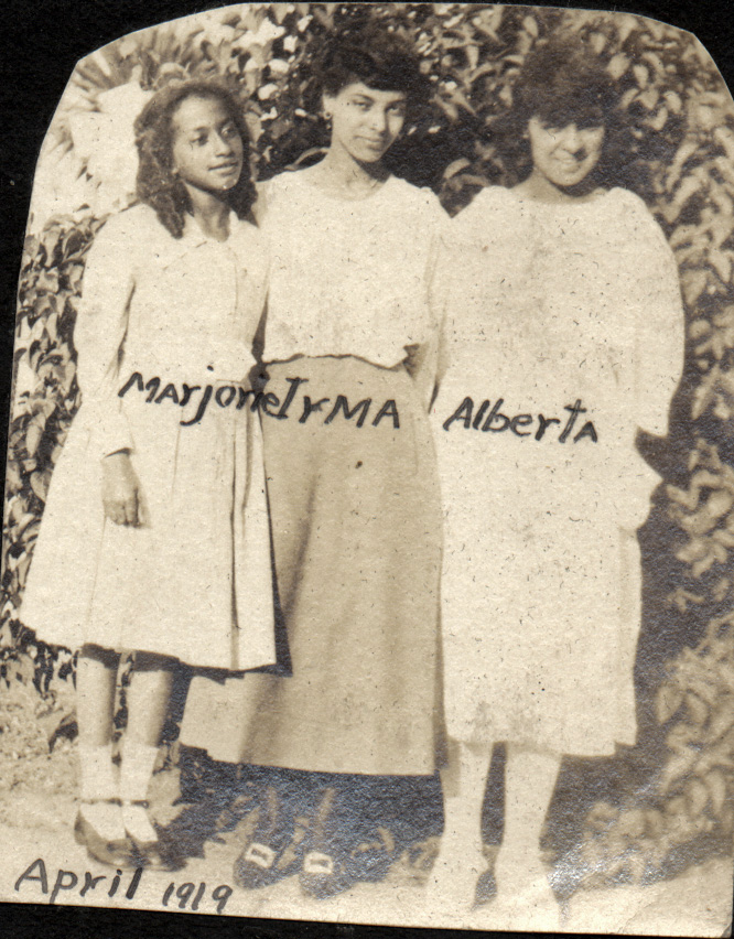 1919. Irma Tyrrel with her cousin Marjorie Lake and her future sister-in-law Alberta Reid. Location unknown. Courtesy Charles Reid/Ivy Reid Collection.