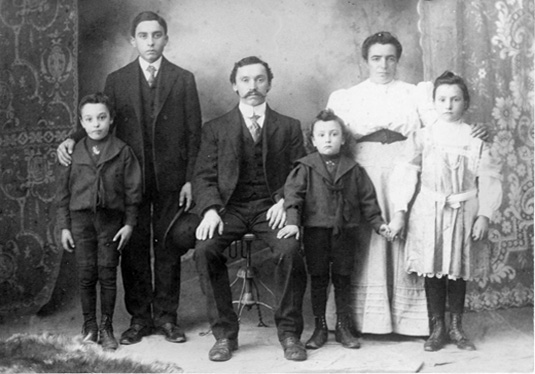 Giovanni and Theresa Molinari with their four children, in 1907, about the time they moved to Sunnyside. Courtesy Michelle Molinari