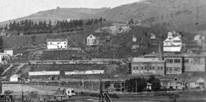 1905. Sunnyside Powerhouse viewed from south, with streetcars lined up on Sunnyside Ave. Cropped from panorama OpenSFHistory.org wnp26.1765