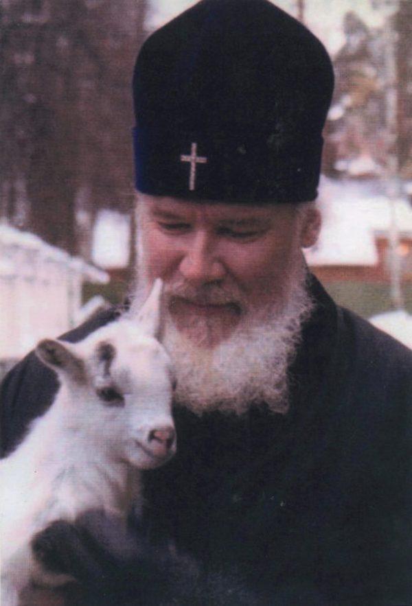 Святейшенький — как называет его матушка Георгия — Алексий II
