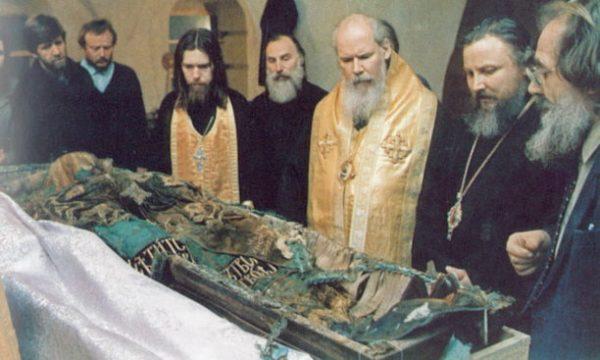 Святейший Алексий II, постриженный в память святителя Тихона иеромонах Тихон, будущий епископ Егорьевский