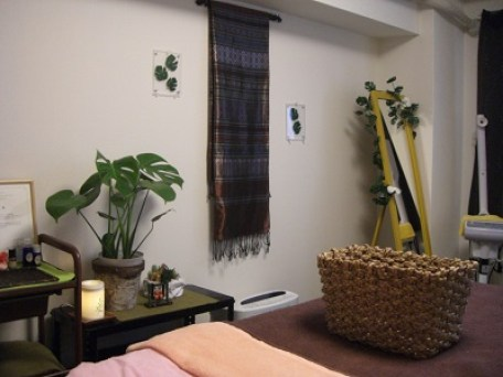 岡山市北区のエステサロンでリンパマッサージを施術するお部屋にきました