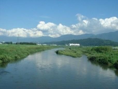 岡山市南区で癒しの風景を楽しむ女性