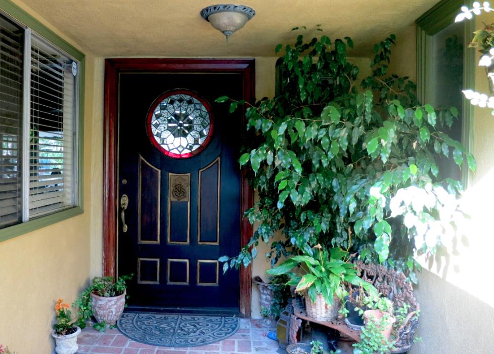 Kari-front-door