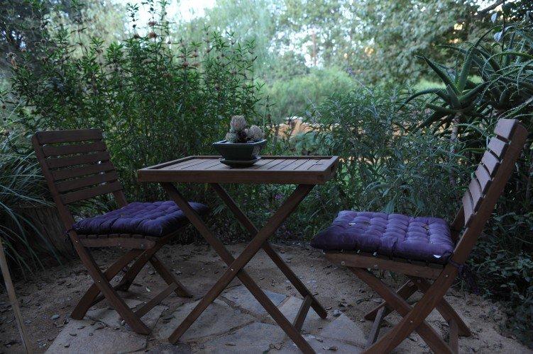 Table-in-garden-751x500