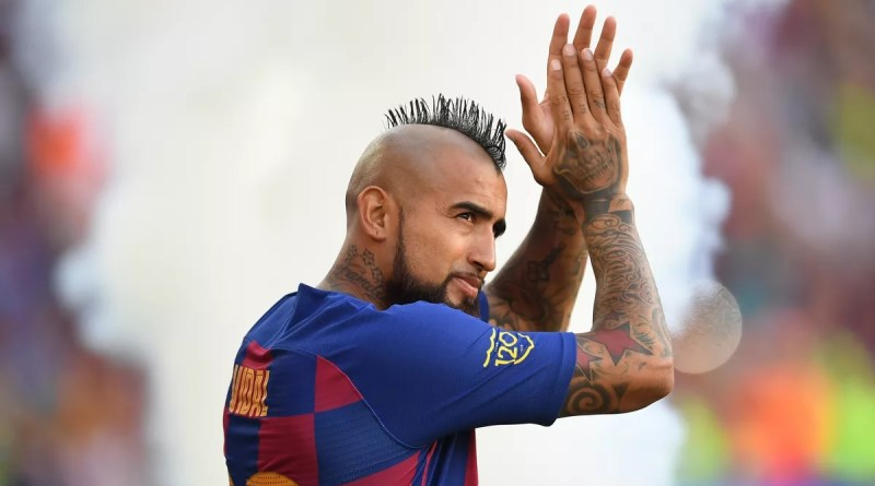 Chinese club tempts Barcelona's Vidal with huge offer