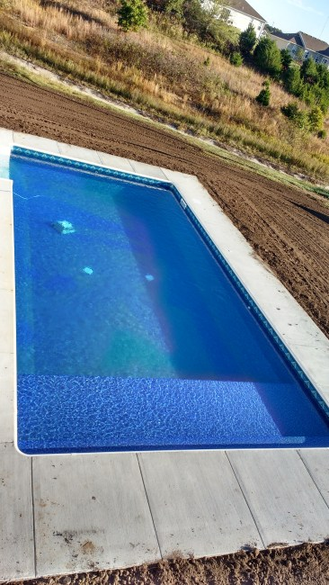 Joplin, MO vinyl pool with tanning ledge