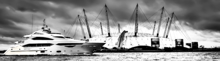 Sunseeker London produce stunning photographs of Sunseeker 40 Metre Yacht on River Thames