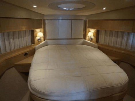 3 ensuite cabins accommodate 6 guests, plus an ensuite crew cabin