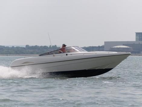 A one-off version of this British built Shakespeare 800, the boat is bound for Southern Spain