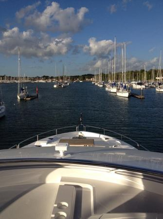 The outstanding Sunseeker 86 Yacht is manoeuvred into Swanwick Marina by the team at Sunseeker Southampton