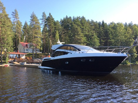 'AZUL' is a immaculate example of a pre-owned Sunseeker Predator 53. She is a rare opportunity not to be missed