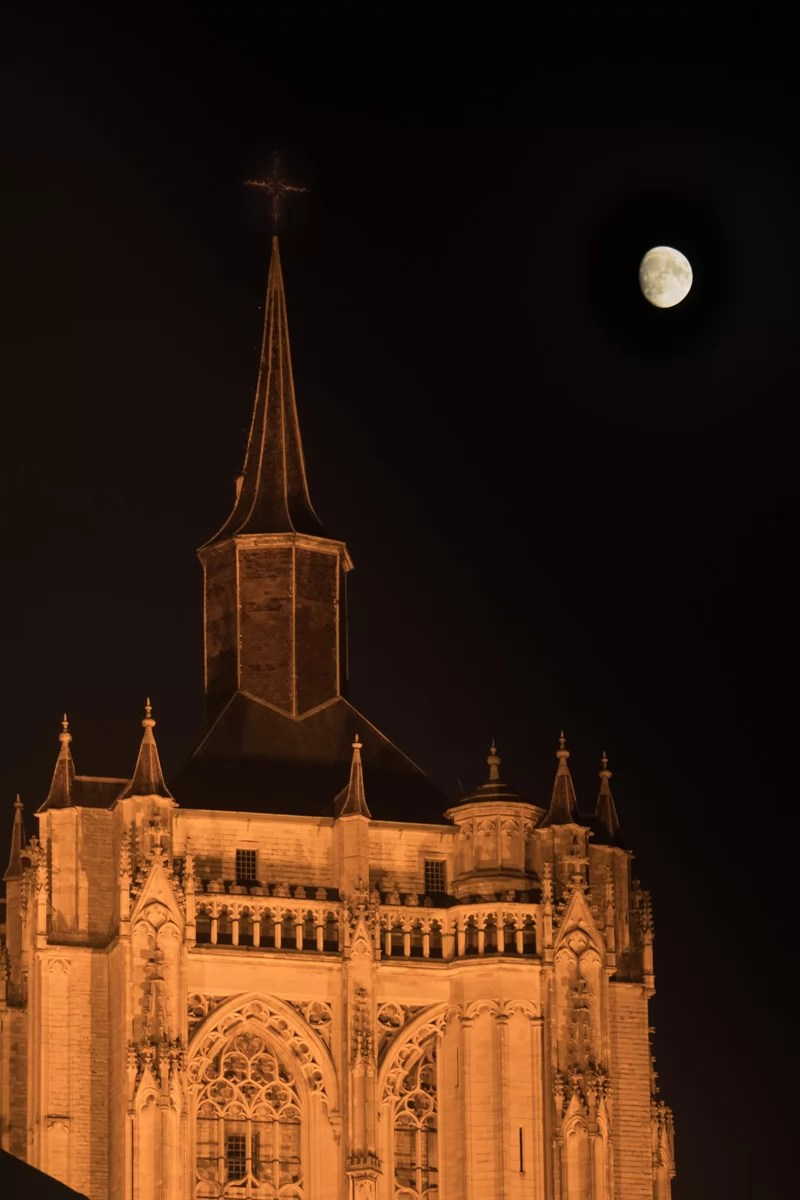 church_and_moon