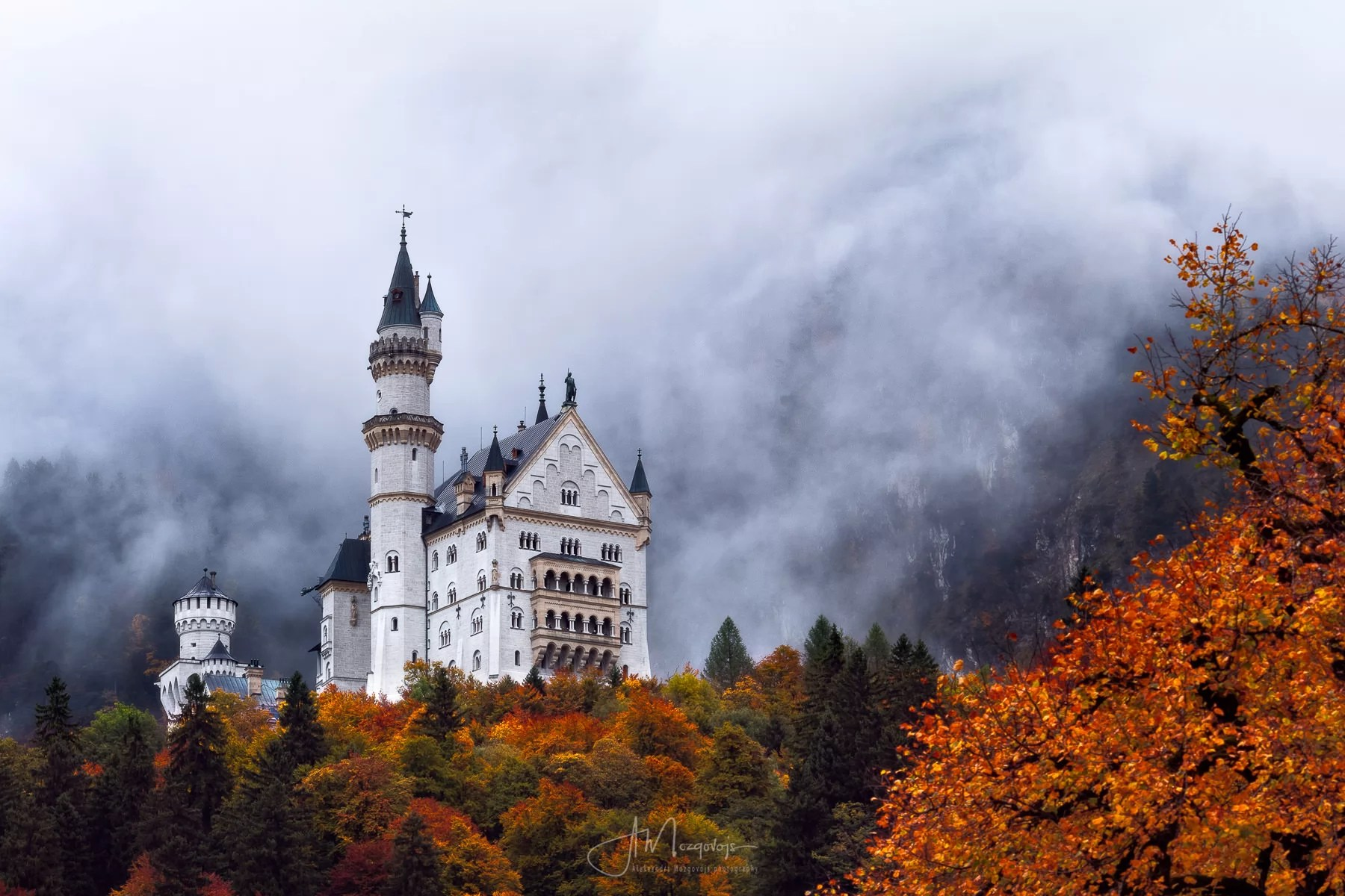 A beautiful photo of castle Neuschwanstein from a parking lot