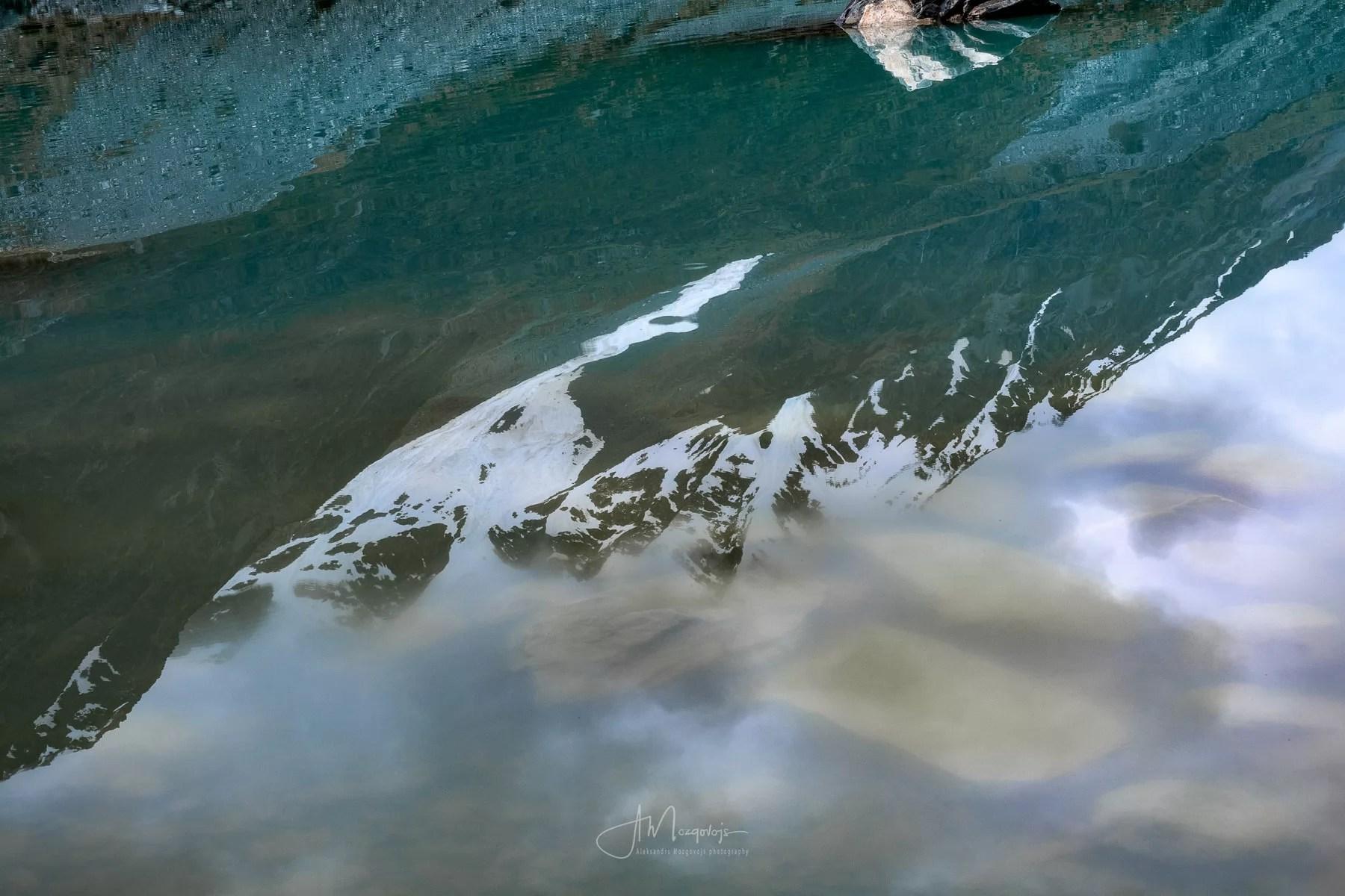Отражение гор в озере Хукера