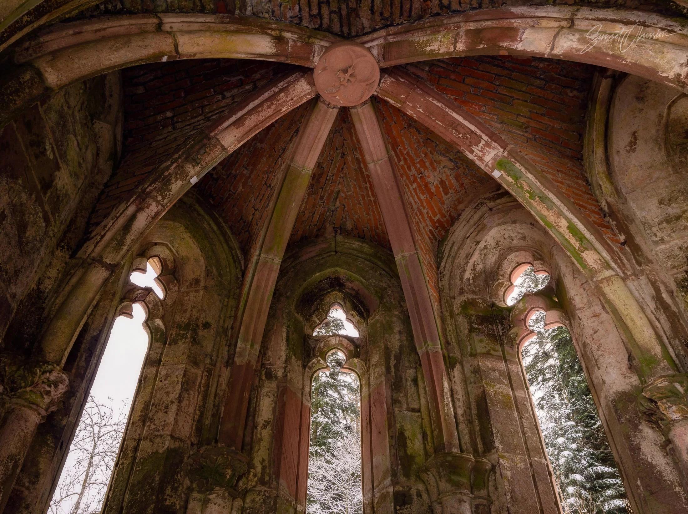 Развалины часовни в Аббатстве Всех Святых