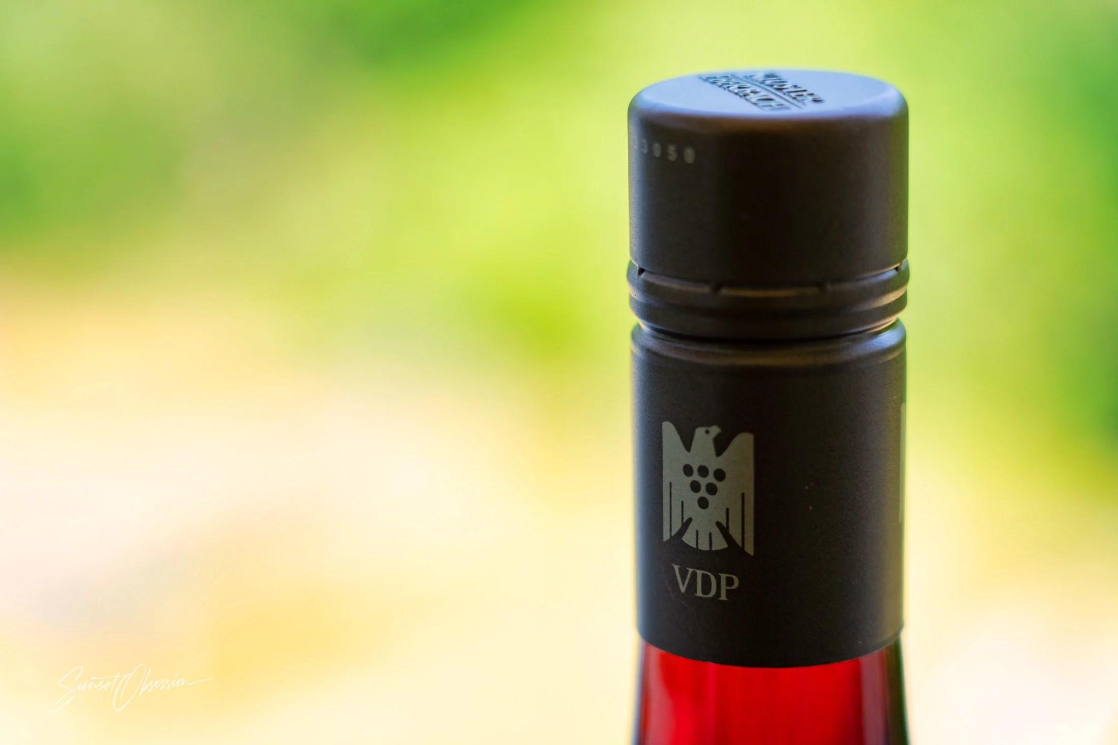 Немецкое красное вино с эмблемой в виде орла VDP на горлышке