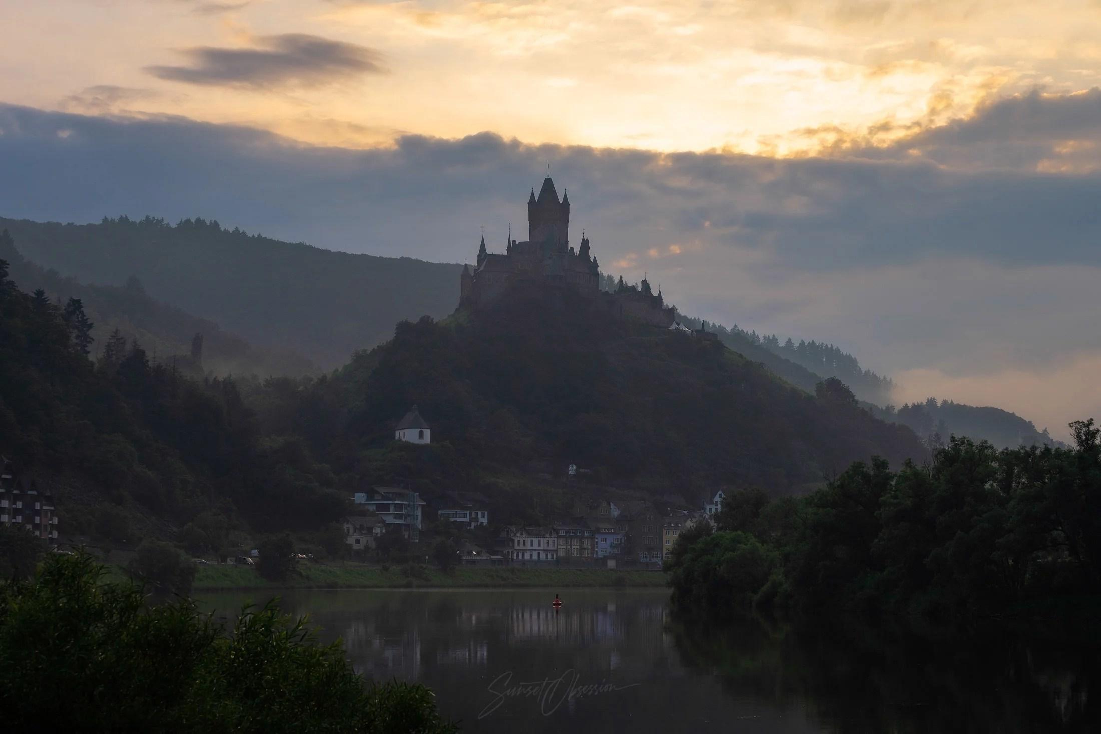 Имперский замок Кохем на реке Мозель