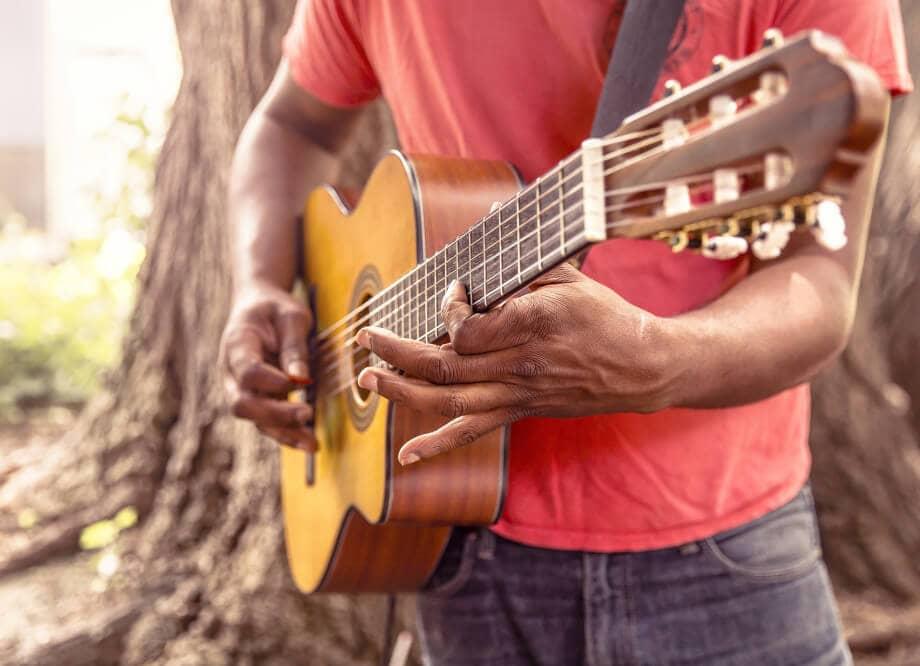 guitar-869217_1920