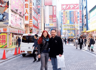 Couple travel blogging - Never Ending Honeymoon