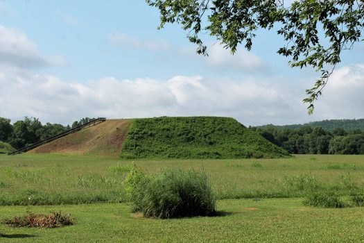 Exploring the Etowah Indian Mounds in Cartersville, Georgia | sunshineandholly.com | native americans | georgia history | field trip | exploring georgia