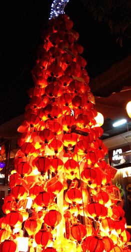 Hue_Lantern Christmas Tree