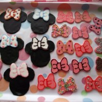 Minnie Mouse party and cake decorations
