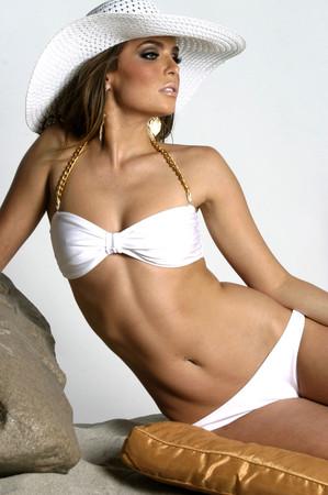MUST-HAVE ALLURING CLASSIC WHITE BIKINIS gold chain white bikini top