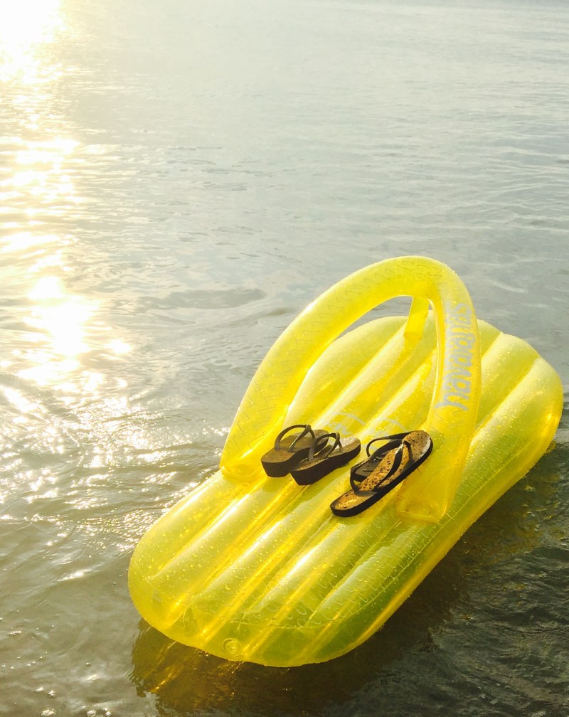 VALENTINE'S DAY GIFT IDEAS WITH HAVAIANAS floating in the sea