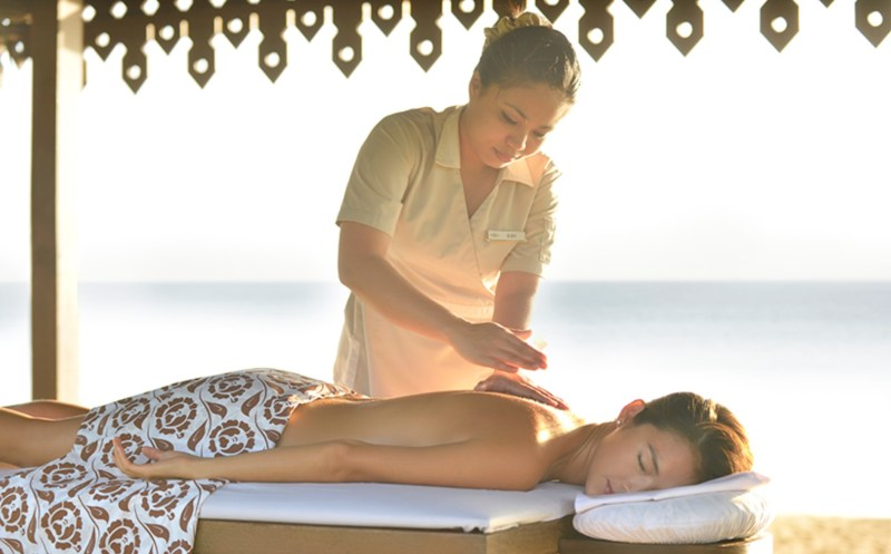 SUMMER GIFTS FOR SUMMER LOVING MOMS club med spa massage by the beach
