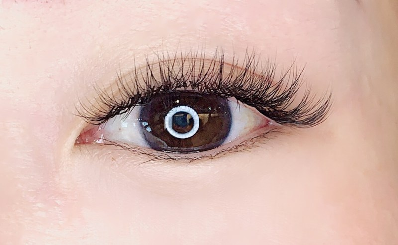 synthetic japanese style lash natural extensions on asian eye