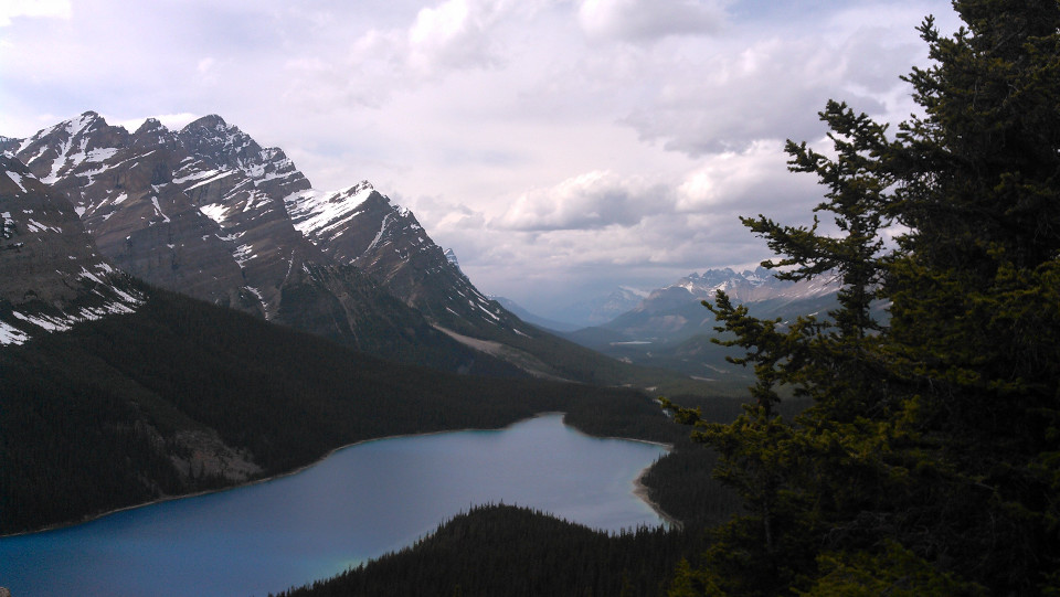 rocky-mountains-and-lake