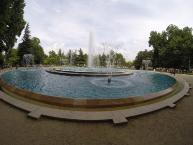 Circular water fountain