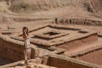 Tegan walking the walls of the Ait Ben Haddou
