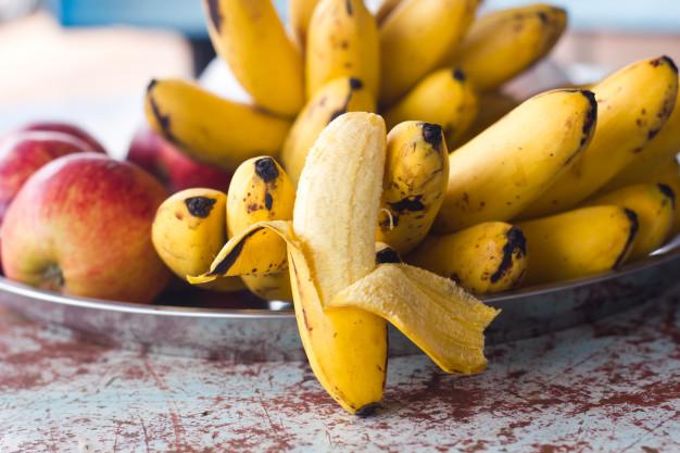 banane si mere, fructe pe farfurie, fructe,