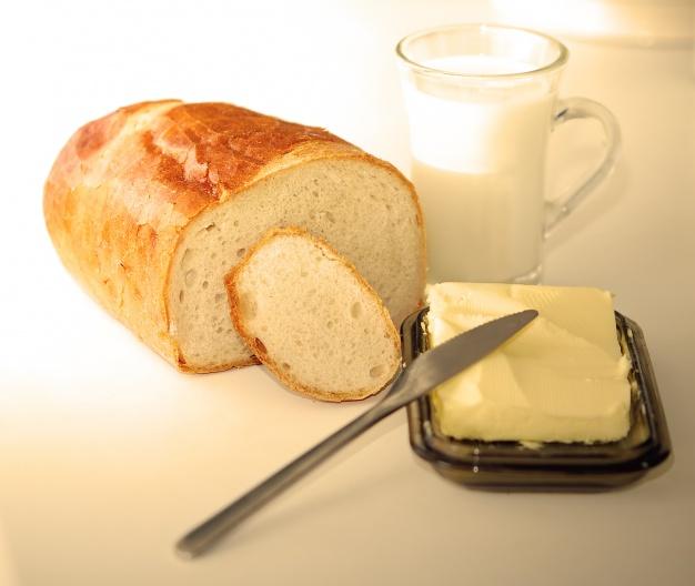 combinatii alimentare, combinatii nesanatoase, paine cu unt,