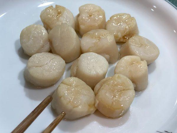 生食級的北海道干貝,退冰後即可品嚐鮮美彈嬾的口感濨味。