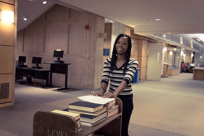 The Pros (Merits) and Cons (Demerits) of Working While in College
