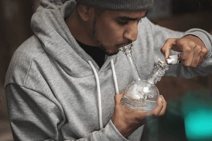 How to Use a Bong as a Beginner, and a Detailed Guide to Clean it.