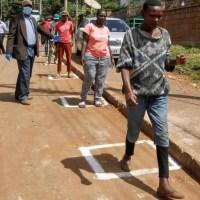 Au Kenya, des patients guéris du coronavirus témoignent pour sensibiliser