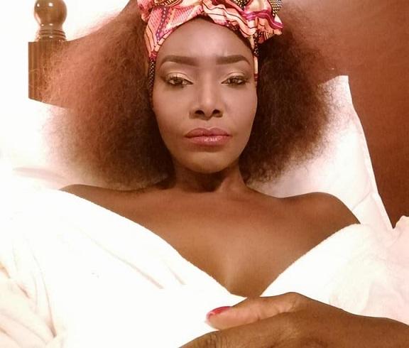 imageproxy-5 Toute seule dans son lit : ces images qui montrent que Coumba Gawlo vit bien son célibat !