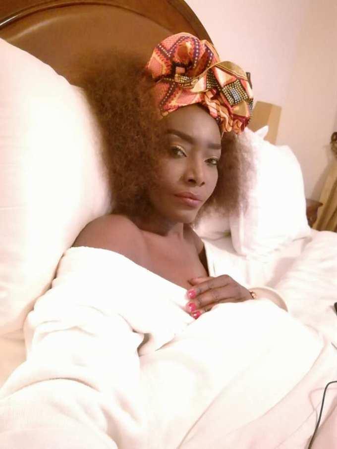imageproxy-9 Toute seule dans son lit : ces images qui montrent que Coumba Gawlo vit bien son célibat !