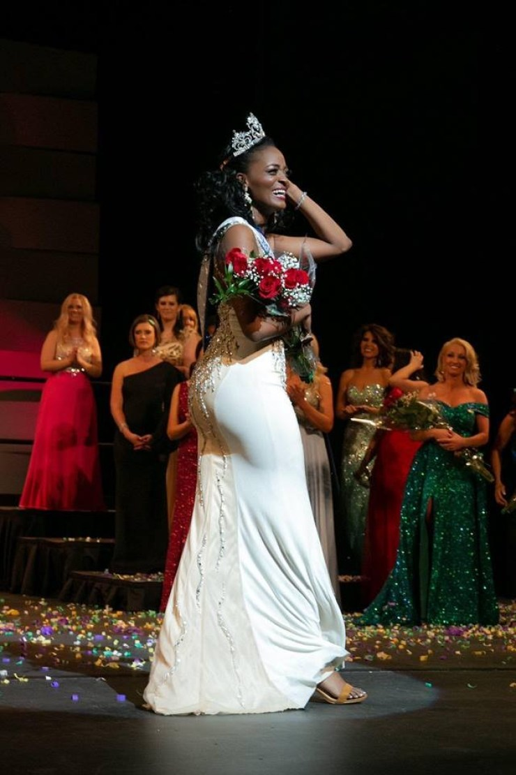"""6aab2c09-c523-416c-9692-8201f3a8c648 La sénégalaise Aida Sow remporte la couronne de """"Miss Colorado"""""""