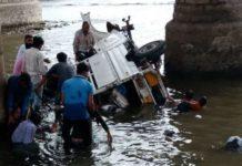 gujarat-news/saurasthra-kutch/utility-vehicle-fell-down-from-the-bridge-near-rajkot