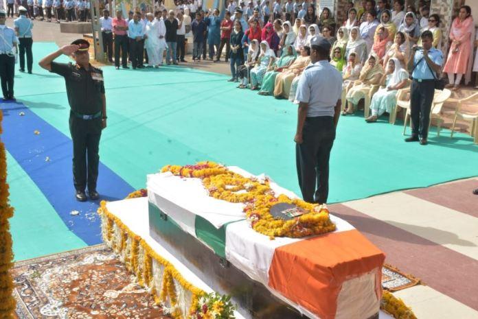 saurasthra-kutch/funeral-of-martyr-pilot-sanjay-chaunhan-with-guard-of-honor-in-jamnaga