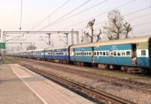 .saurasthra-kutch/couple-lost-luggage-in-train-railway-will-compensate